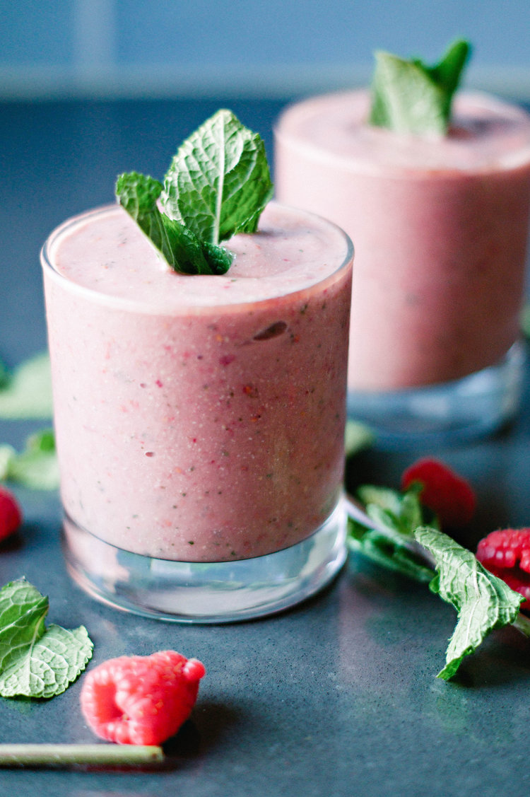 mint smoothie with cashew butter