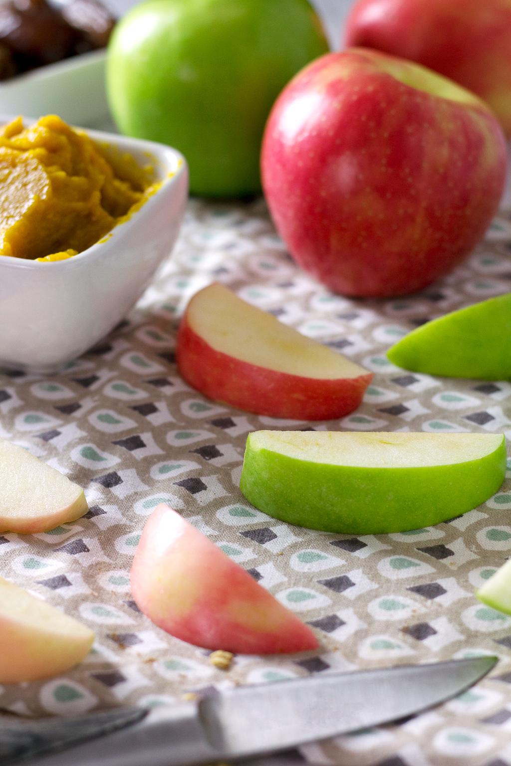 Sliced Apples for Vegan Pumpkin Pie Smoothie Bowl. Topped with granola, apples, goji berries, hemp seeds, pumpkin seeds, and a homemade date caramel sauce!