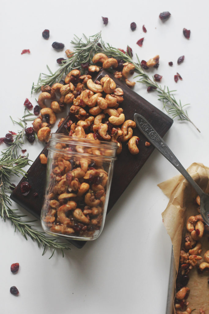 roasted rosemary and cranberry mixed nuts