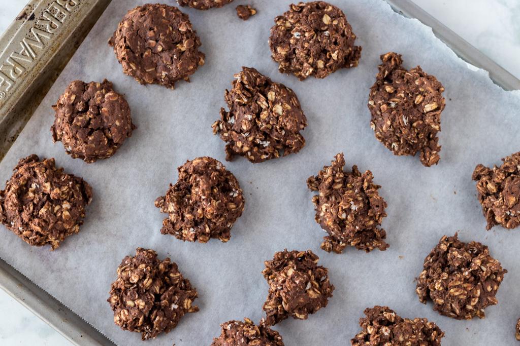 Easy vegan peanut butter and chocolate breakfast cookies